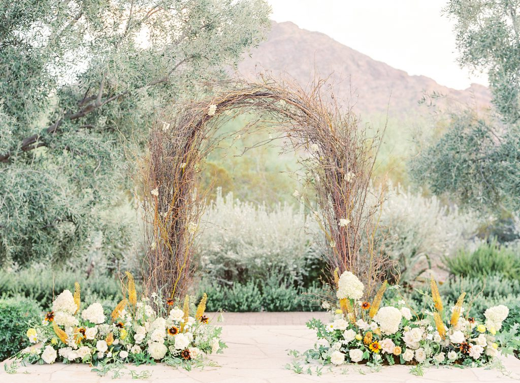 <strong>Blooms Galore:</strong> Top Wedding Floral Trends